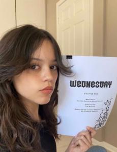 """Jenna Ortega – to ona zagra tytułową rolę w serialu """"Wednesday"""" Tima..."""