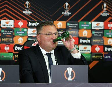 Michniewicz przebił Ronaldo? Tak trener Legii otwierał piwo po meczu