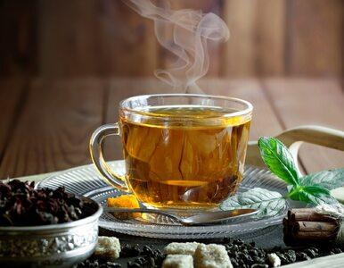 Herbata sypana czy z torebki? Różnice między herbatą liściastą i ekspresową
