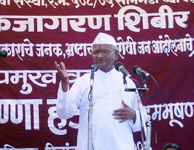 """""""Głodówka rozpoczęta. Teraz nie będę mówił"""". Hazare znów protestuje"""