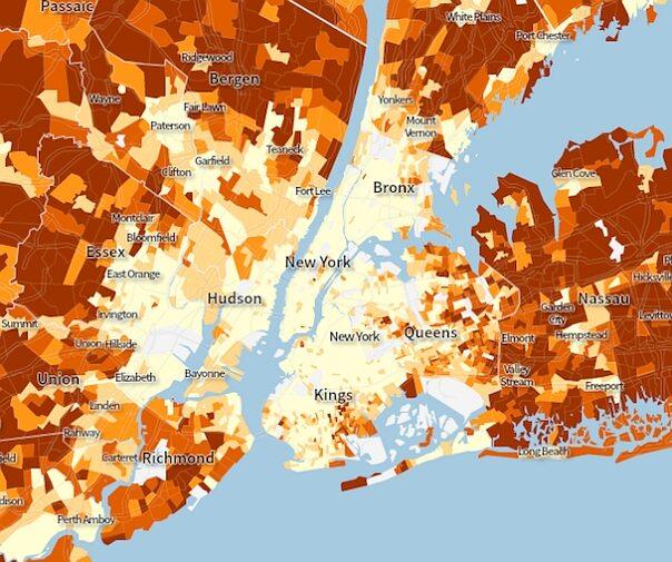 W Polsce własny dom czy mieszkanie to ciągle oznaka prestiżu i życiowej zaradności. W Nowym Jorku i innych zachodnich miastach – niekoniecznie. Na mapie im jaśniejszy kolor, tym mniejszy odsetek osób jest właścicielami mieszkań, w których mieszka.