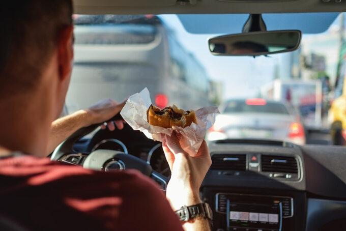 Jedzenie wczasie jazdy