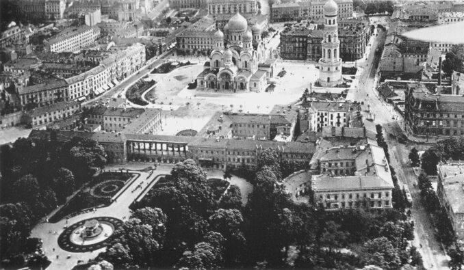 Warszawa zlotu ptaka w1919 roku. Widoczny nazdjęciu jest Plac Saski iSobór Prawosławny św. Aleksandra Newskiego
