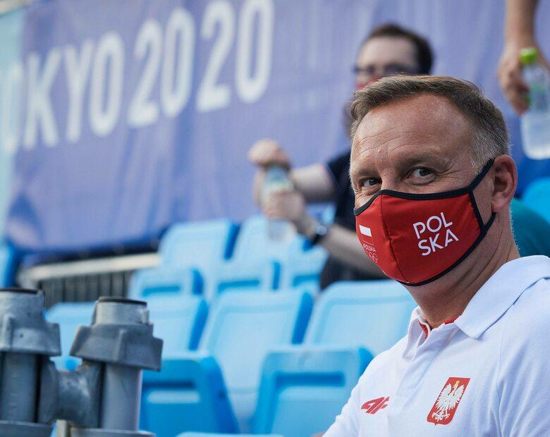 Andrzej Duda kibicował Polakom w Tokio. Roman Giertych pyta, czy ich...