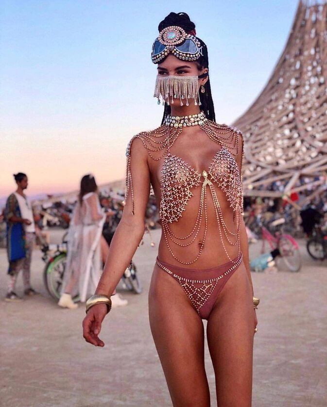 Uczestniczka festiwalu Burning Man