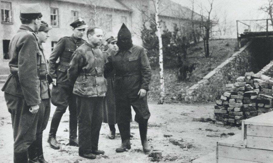 Jak nazywał się komendant obozu Auschwitz-Birkenau?