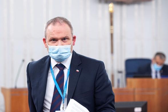 """Wiceminister zdrowia dla """"Wprost"""": Udostępniamy coraz więcej nowych..."""