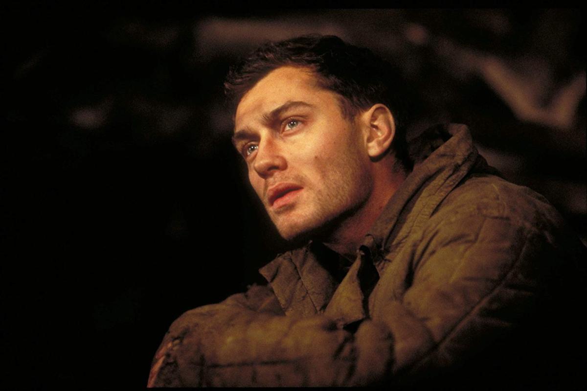 """Jude Law w filmie """"Wróg u bram"""" (2001)"""