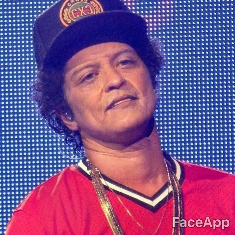 Bruno Mars postarzony przez FaceApp