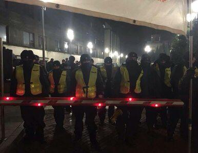 Nocna interwencja policji przed Sejmem. Policja ustali przebieg wydarzeń