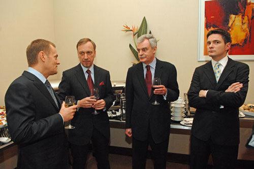 Człowiek Roku 2008 - Donald Tusk oraz Bogdan Zdrojewski, Marek Król, Amadeusz Król, Stanisław Janecki