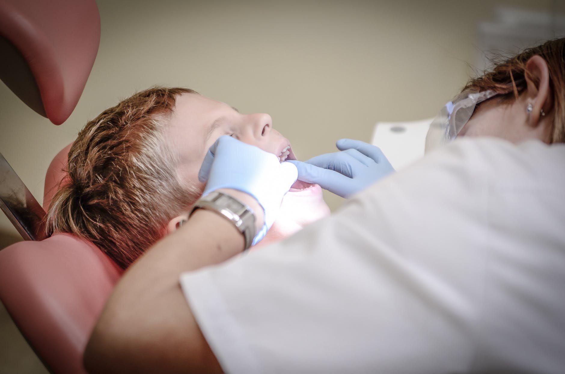 Im mocniej szoruje się zęby, tym lepiej są wyczyszczone