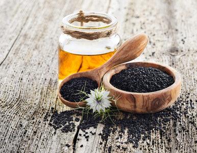 Olej z czarnuszki: jakie ma właściwości i jak go stosować?