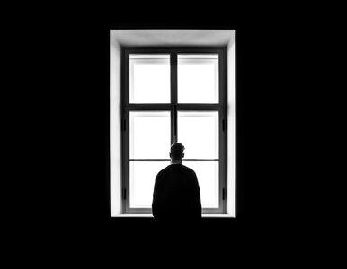 Psycholog: W czasie pandemii COVID-19 samotność to poważny czynnik...