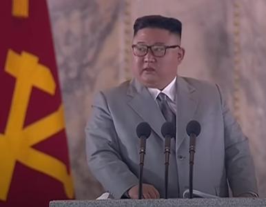 """Kim Dzong Un popłakał się podczas przemówienia. """"Naprawdę mi przykro"""""""