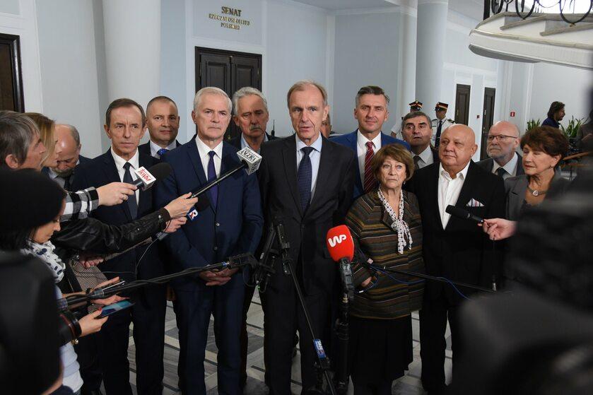 Senatorowie PO z Bogdanem Klichem na czele
