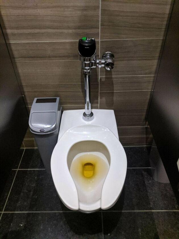 Żółte płyny czyszczące do toalet? Genialne!