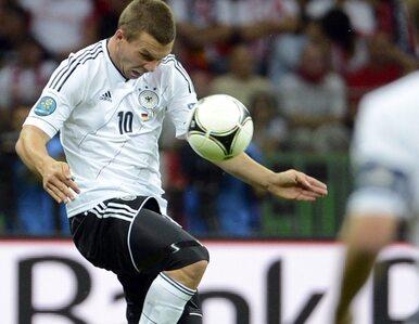 Niemcy przegrali na Euro, bo... Podolski nie śpiewał hymnu?