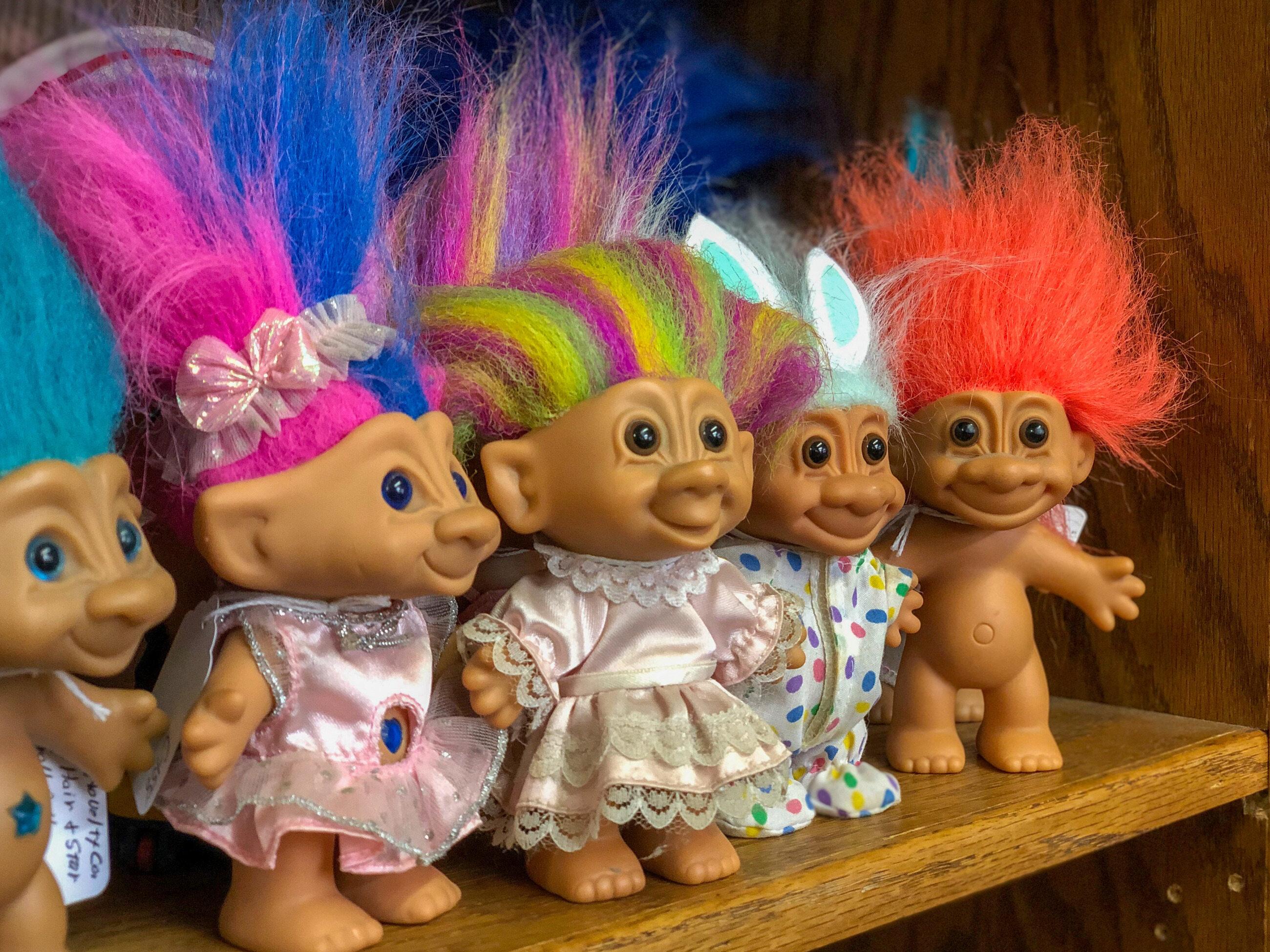 Te niezwykle popularne w latach 90. zabawki uwielbiane przez dzieci to: