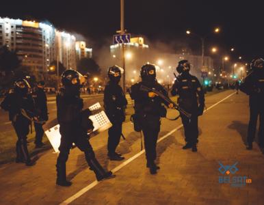 Zdjęcie, które stało się symbolem protestów na Białorusi. Jego bohater...