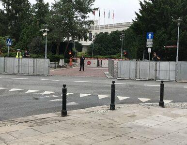 Obywatele RP zapowiadają wejście na odgrodzony barierkami teren Sejmu....