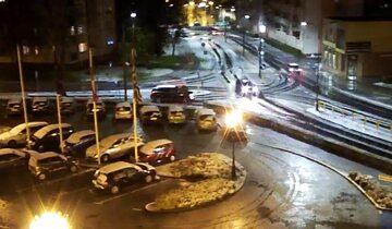 2 maja w Iławie – zdjęcie z monitoringu miejskiego, w mieście spadł śnieg
