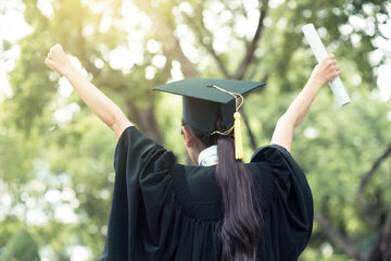 Absolwentka uczelni wyższej