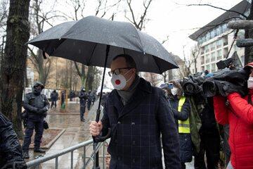 Adam Bodnar pod siedzibą Trybunału Konstytucyjnego, 15 kwietnia 2021 r.