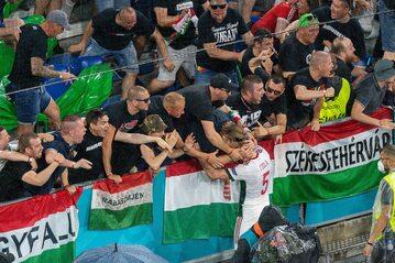 Adam Szalai i kibice węgierscy