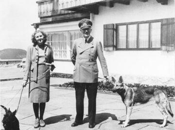 Adolf Hitler z Ewą Braun (rok 1942)