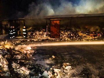 Akcja gaśnicza w magazynach w Zakręcie pod Warszawą