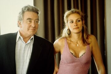 "Albert Finney i Julia Roberts w filmie ""Erin Brockovich"" (2000)"