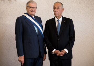 Alexandre Soares dos Santos podczas ceremonii wręczenia nagród z prezydentem Portugalii Marcelo Rebelo de Sousą, 2017 r.