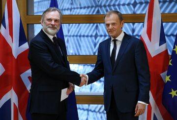 Ambasador Wielkiej Brytanii Tim Barrow i przewodniczący Rady Europejskiej Donald Tusk
