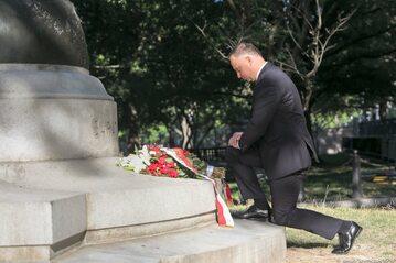 Andrzej Duda pod pomnikiem Tadeusza Kościuszki