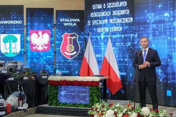 """Andrzej Duda podczas podpisywania """"lex Izera"""""""