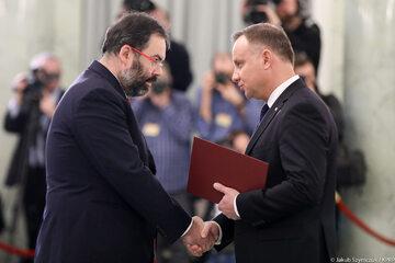 Andrzej Duda wręcza akty powołania