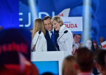 Andrzej Duda z żoną i córką na wieczorze wyborczym w 2015 roku