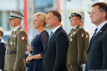 Andrzej Duda z żoną na Placu Piłsudskiego