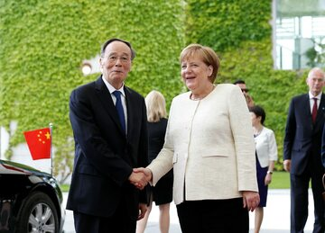 Angela Merkel wita wiceprzewodniczącego Chińskiej Republiki Ludowej Wanga Qishana w Berlinie