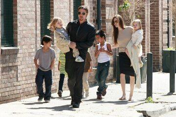 Angelia Jolie i Brad Pitt z dziećmi
