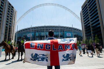 Angielski kibic przed Wembley