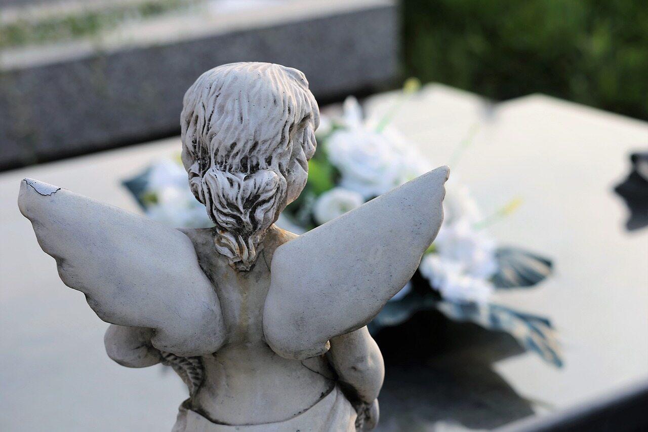 Anioł na grobie