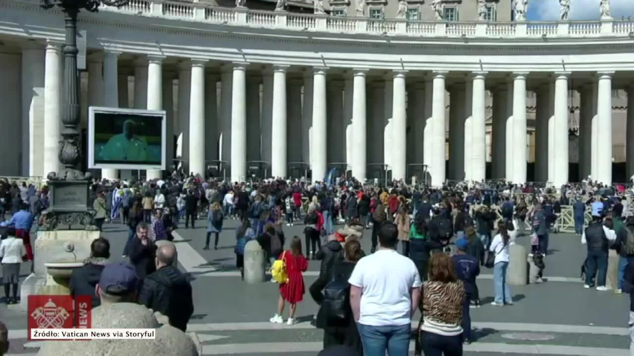 Anioł Pański przez przekaz wideo. Niecodzienna modlitwa w Watykanie z obawy przed koronawirusem