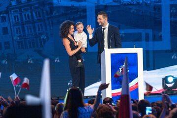 Anna i Patryk Jaki z synem Radkiem podczas konwencji PiS