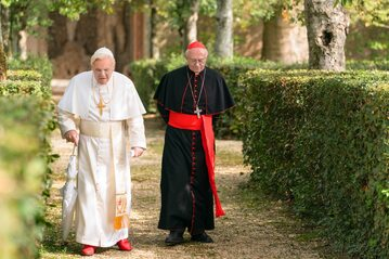 """Anthony Hopkins i Jonathan Pryce w filmie """"Dwóch papieży"""""""