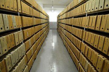 Archiwum w dawnej siedzibie IPN przy ul. Towarowej 28 (zdjęcie archiwalne)