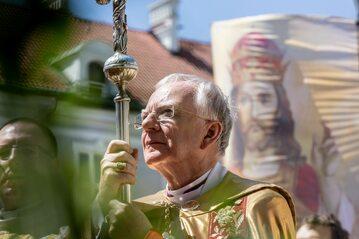 Arcybiskup Marek Jędraszewski podczas procesji Bożego Ciała, Kraków, 3 czerwca 2021 r.