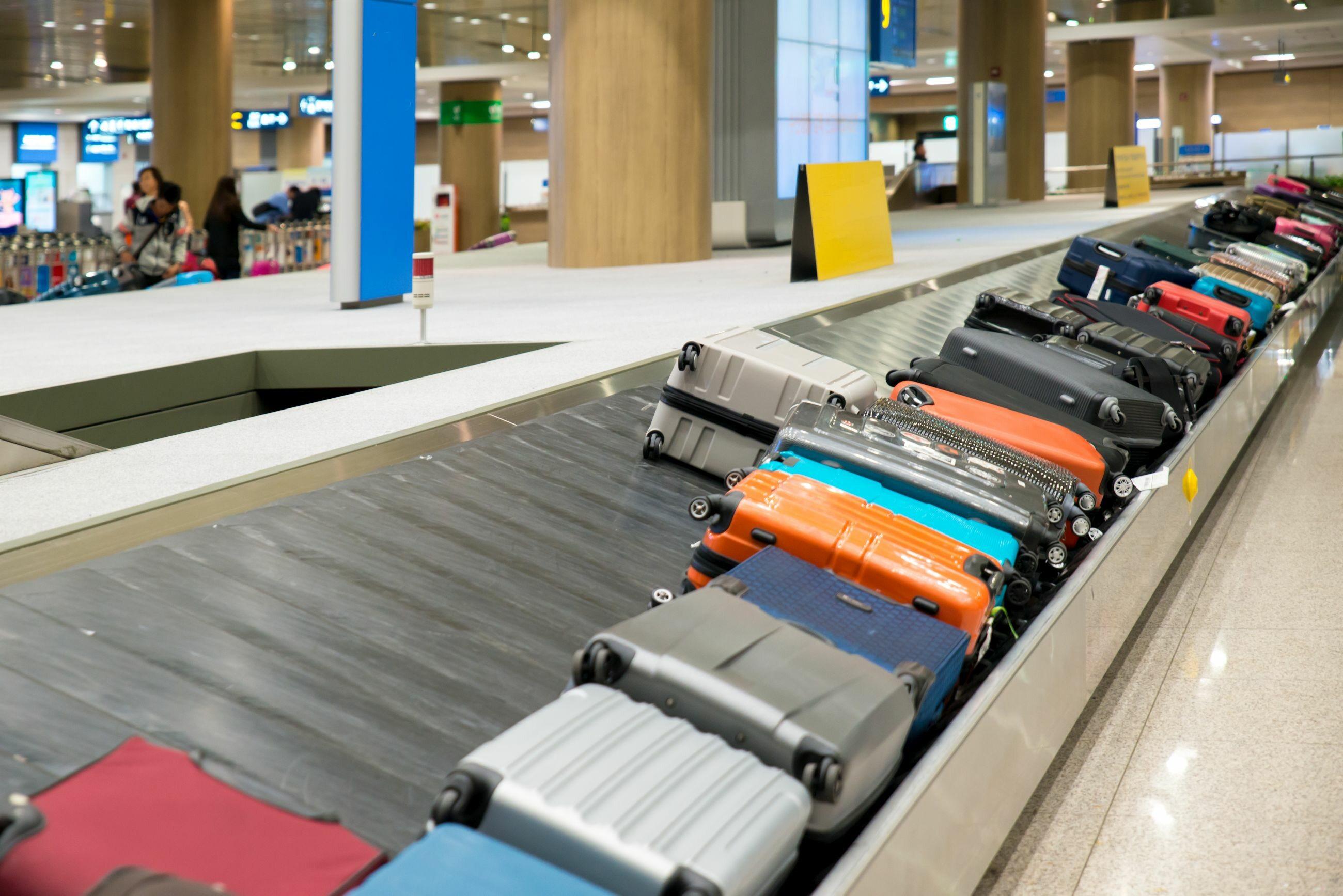 Bagaże na lotnisku, zdjęcie ilustracyjne