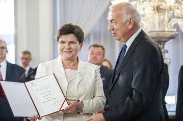 Beata Szydło z zaświadczeniem o wyborze do Parlamentu Europejskiego